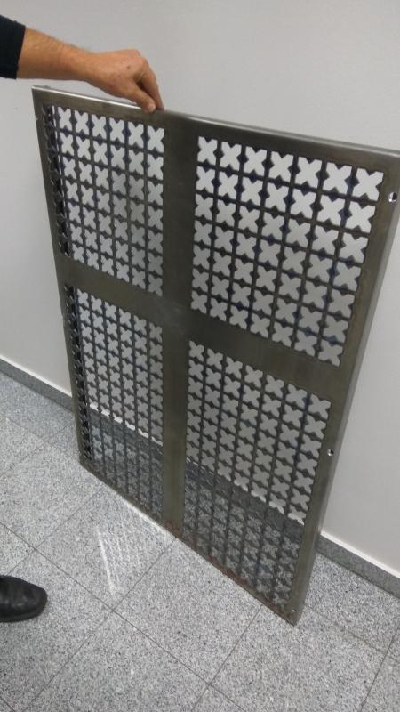 dekorativna zaščitna rešetka za vrata